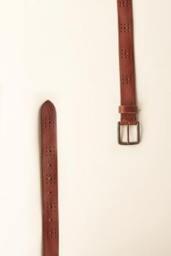 Smooth leather belt with geometric decorations