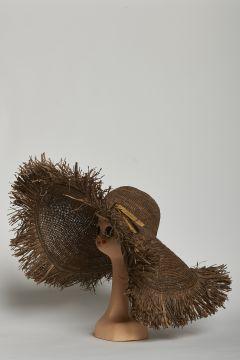 Brown raffia hat, wide brim with fringes