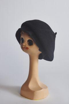 Basco nero in lana