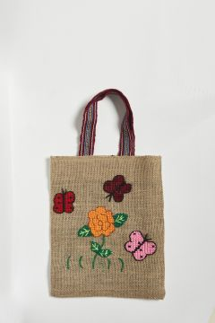 Straw bag with butterfly and flower embroidery