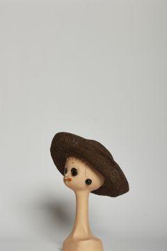 Cappello marrone in raffia, stile safari